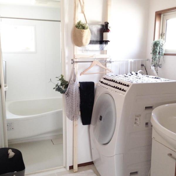 ラダーハンガーがおしゃれな洗面所収納
