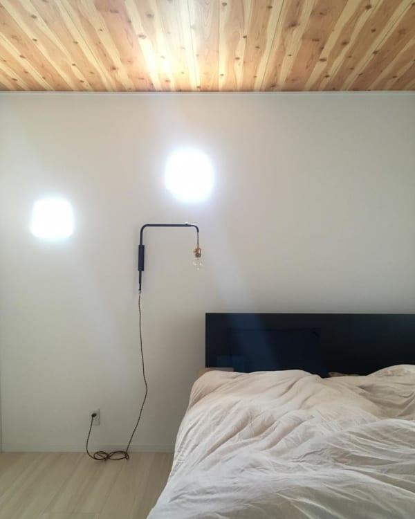 シンプルインテリアが心地よい寝室