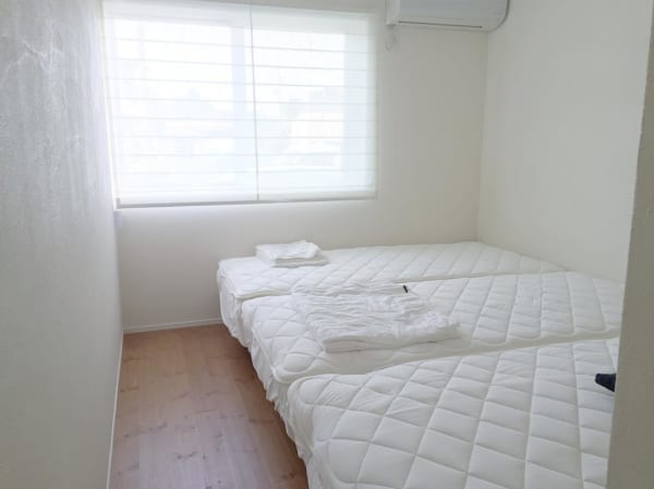 シンプリストの寝室インテリア8
