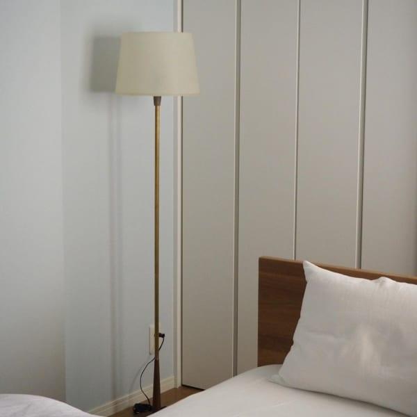 シンプルインテリアの心やすらぐ寝室