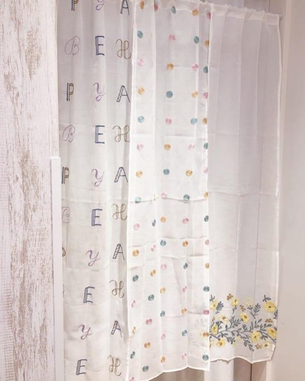 春らしい刺繍セパレートカーテン