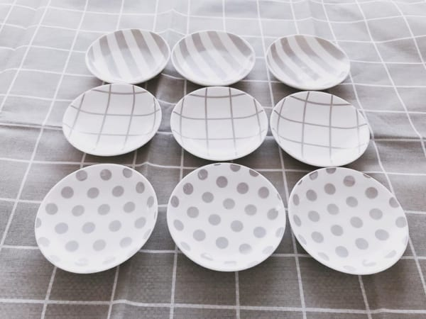 柄違いで揃えたいグレー系キュート豆皿