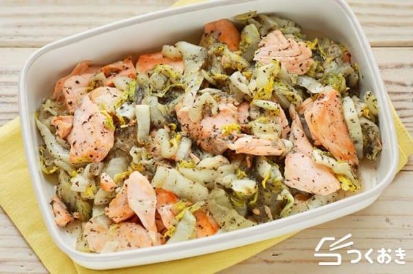 低カロリーな献立のおかずに鮭と白菜のゆかりあん