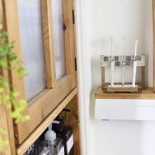 DIYアイテムで歯ブラシ収納