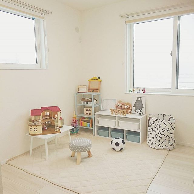 子供部屋に100均商品を使った棚を設置