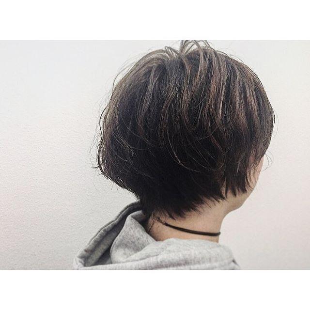ボリュームをしっかり出した人気の50代女性の髪型