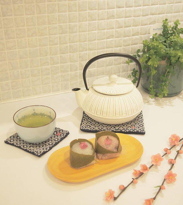 桃の花のある食卓2