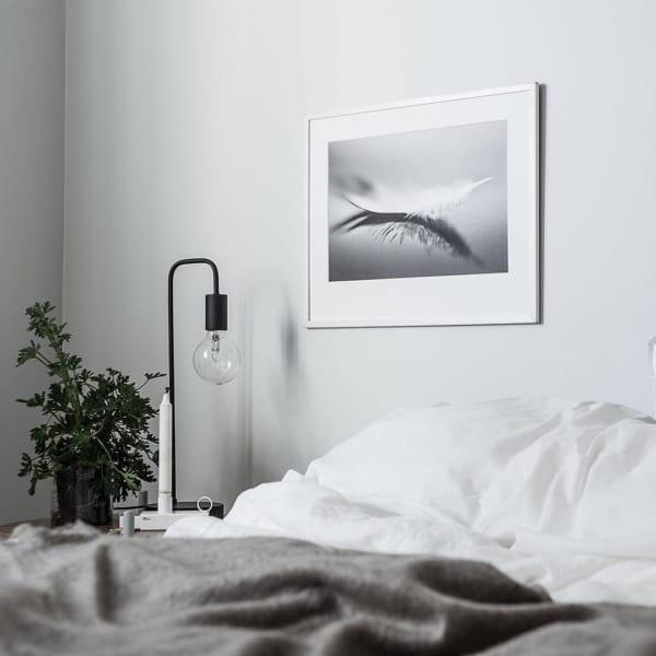 清潔感のあるホテルライクな寝室インテリア