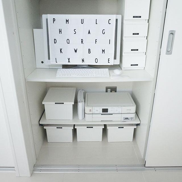 棚内にパソコンや使用頻度の高いグッズをIN
