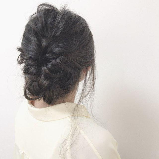 ふんわりまとめた夏の黒髪ミディアムヘア