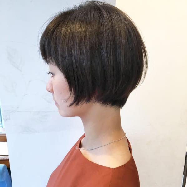後頭部に丸みをつける髪型