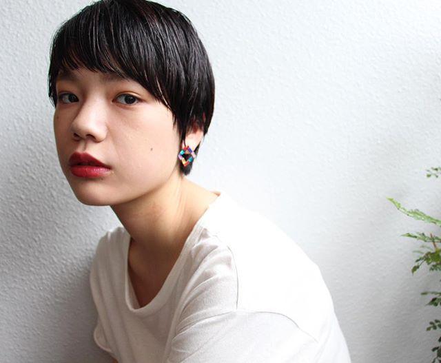 丸顔さんに似合う前髪あり×ショート×黒髪5