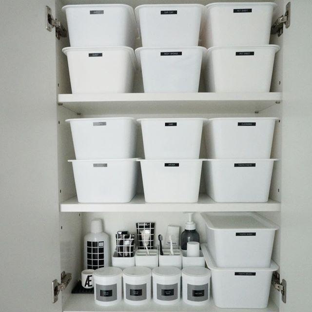 洗面所棚の中をモノトーン化するアイデア