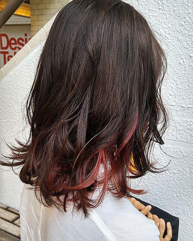 この夏はインナーカラーで思い切った髪色に