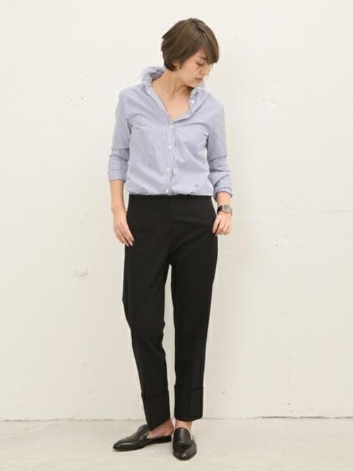 ストライプシャツ×紺パンツの春コーデ