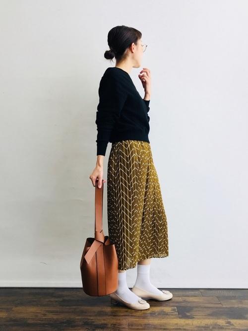 白靴下×マスタードイエロースカートの春コーデ