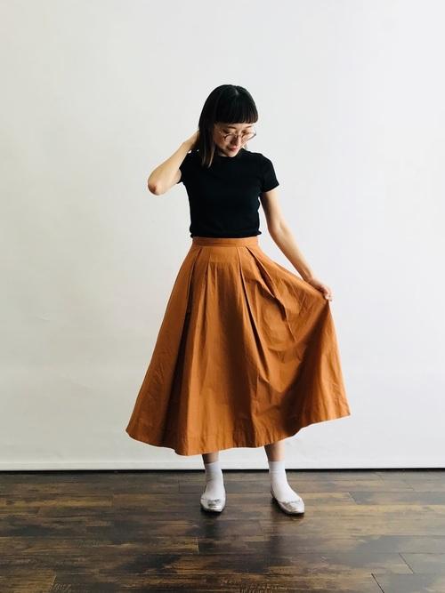 白靴下×オレンジスカートの夏コーデ