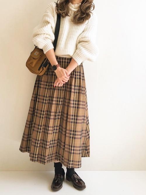 黒靴下×チェック柄プリーツスカートの秋コーデ