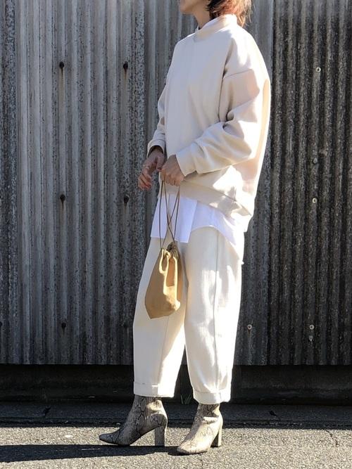 ユニクロの白系シャツ&ブラウスコーデ5