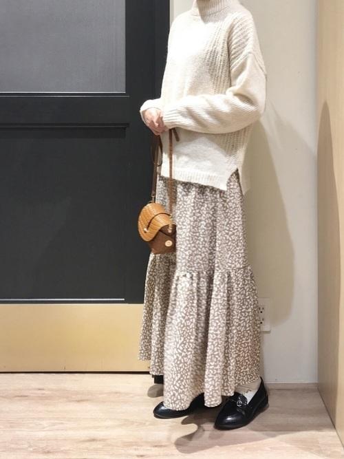 ティアードスカートの女っぽコーデ