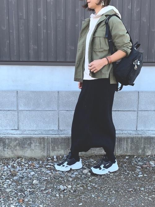 スニーカー×スカートの春コーデ