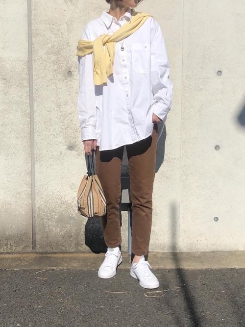 ユニクロの白系シャツ&ブラウスコーデ