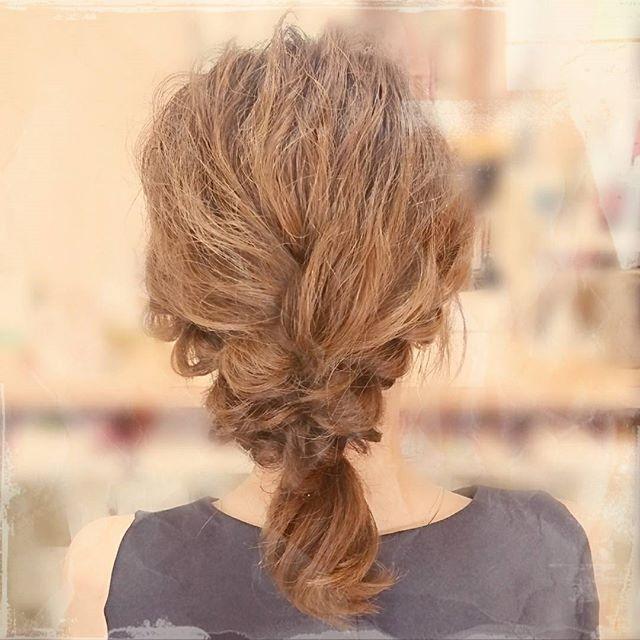 ミディアム+三つ編みですっきりまとめ髪