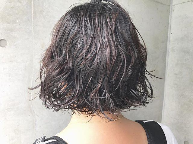 黒髪と相性の良いパーマヘア
