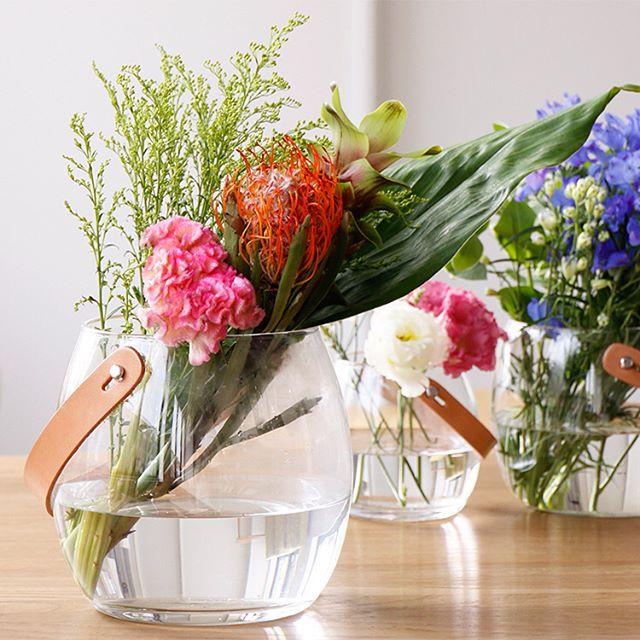 花とグリーンを引き立てるフラワーベース