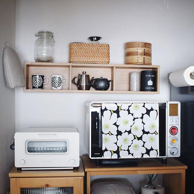 コーヒーセットをまとめた壁面収納