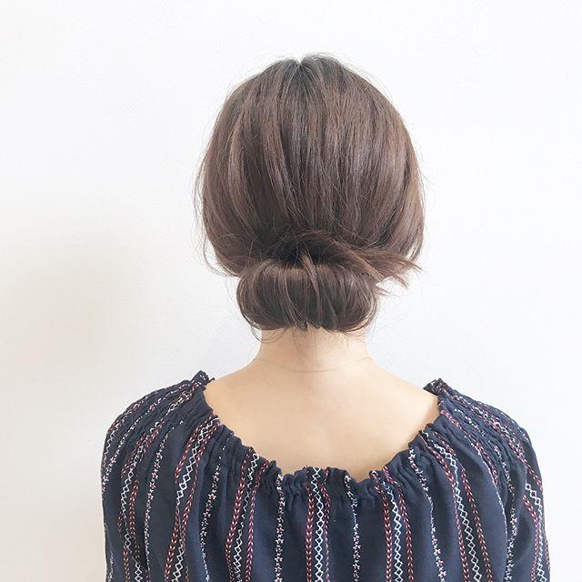 巻きなし後れ毛なしのシンプルシニヨン