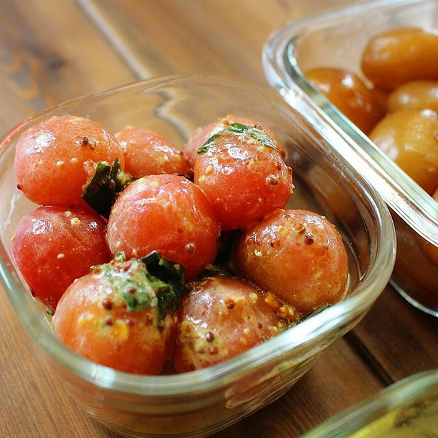 彩り用の副菜に!トマトのバジルマスタード和え