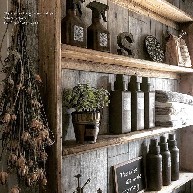 洗剤類をおしゃれに演出できる壁面収納