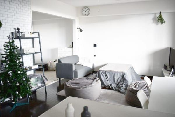 居心地の良さ抜群な白とグレーのシックな部屋