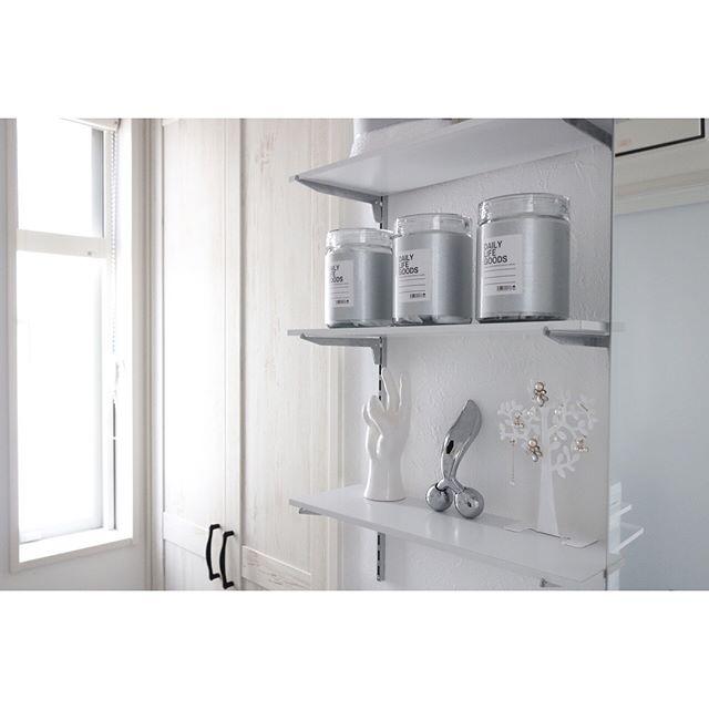 可動棚を使うスタイリッシュな壁面収納