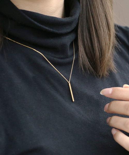 クールなゴールドバーのネックレス