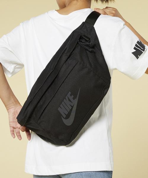 私服がおしゃれに決まるヒップバッグ