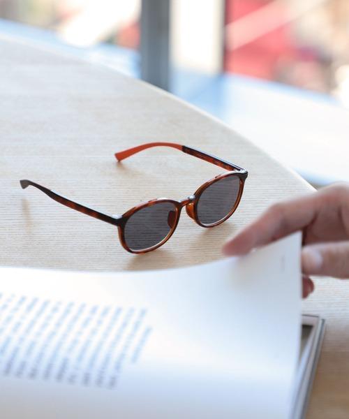 読書姿もおしゃれに決まるリーディンググラス