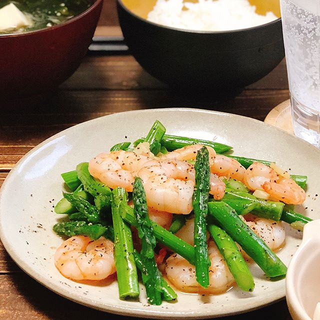 子供が大好きな料理!海老とアスパラの塩炒め