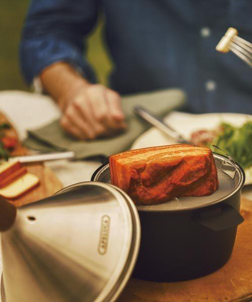 燻製が気軽に楽しめるテーブルトップスモーカー