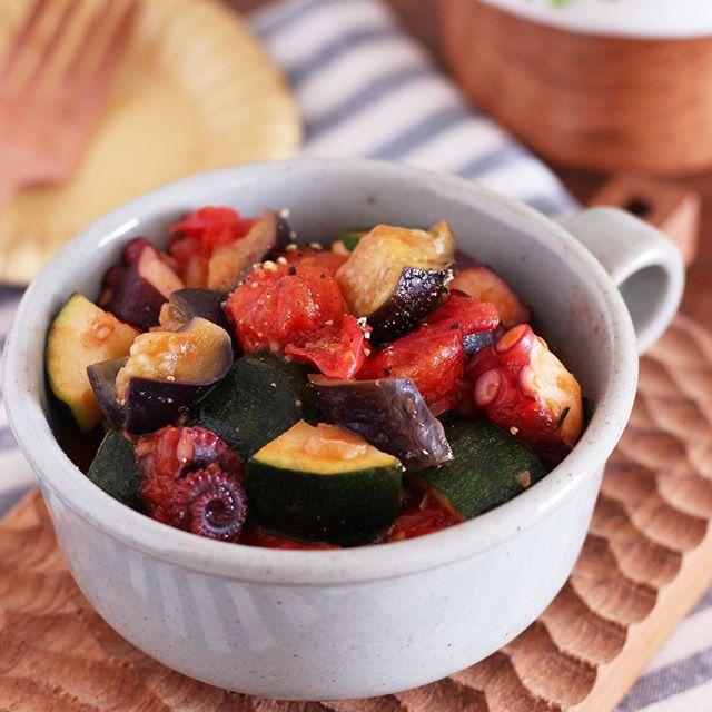 野菜炒めに人気の副菜!タコと夏野菜のトマト煮