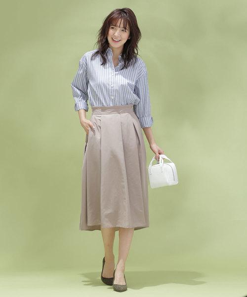 ビジネスシャツ×フレアスカート