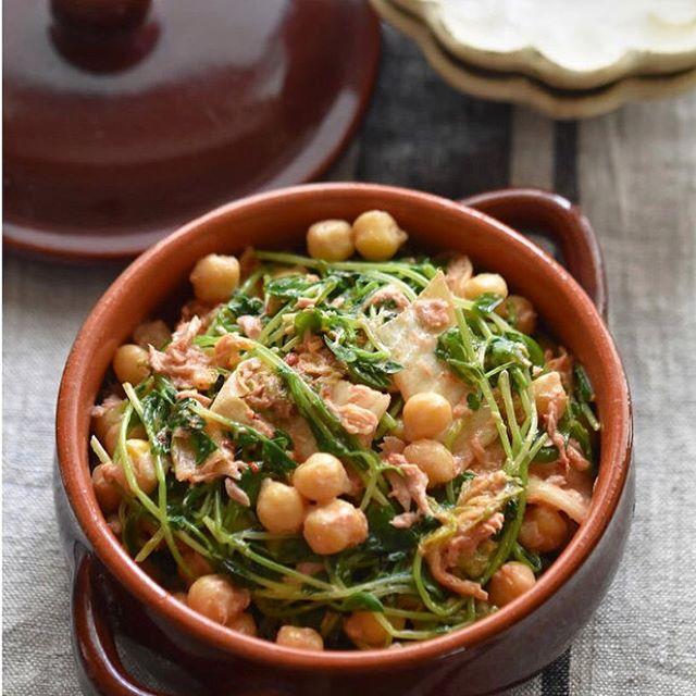 副菜のレシピに!豆苗とひよこ豆のツナキムチ