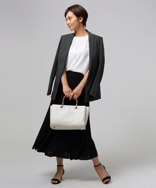 ストレッチジャケット×プリーツスカート