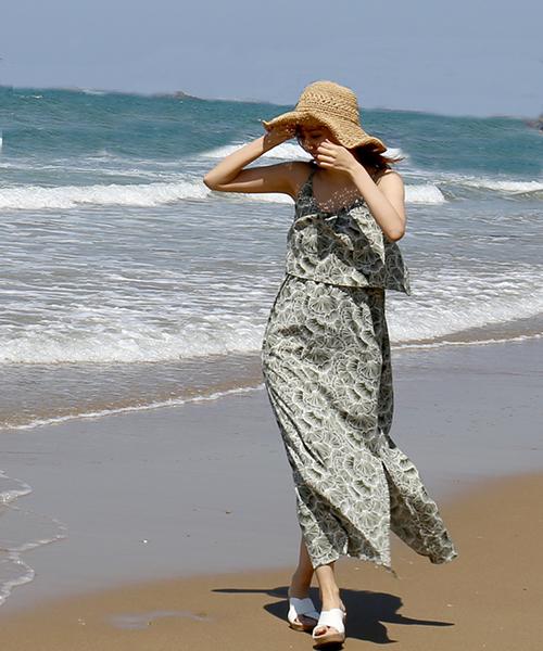 [MARLENE JOBERT] 【Web限定・nee-ne リゾート】 ラインフラワー胸元フリルワンピース☆