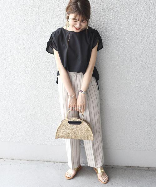 ストライプパンツの沖縄の服装