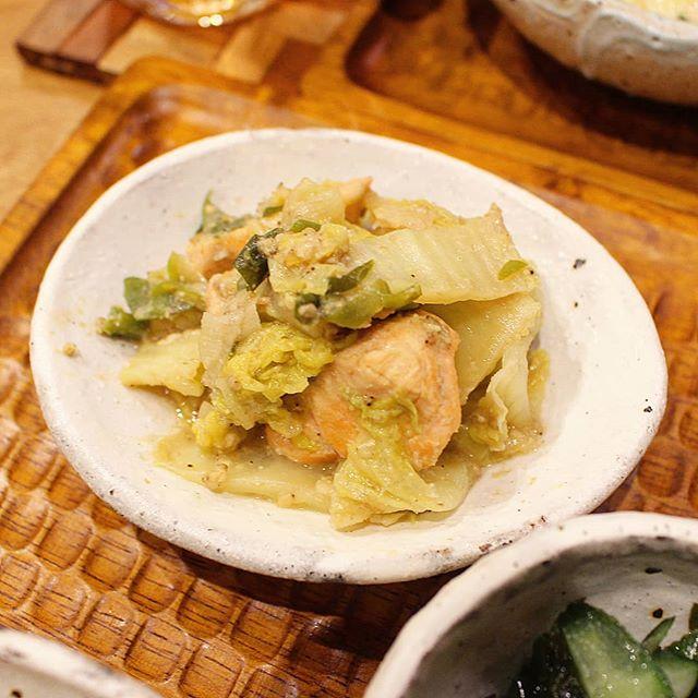 カレーうどんに!サーモンと白菜の味噌ゴマ炒め