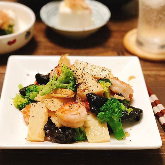 カレーうどんの献立に!海老と野菜の塩炒め