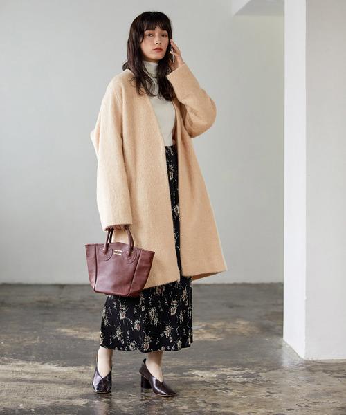 ノーカラーコート×柄ロングスカート