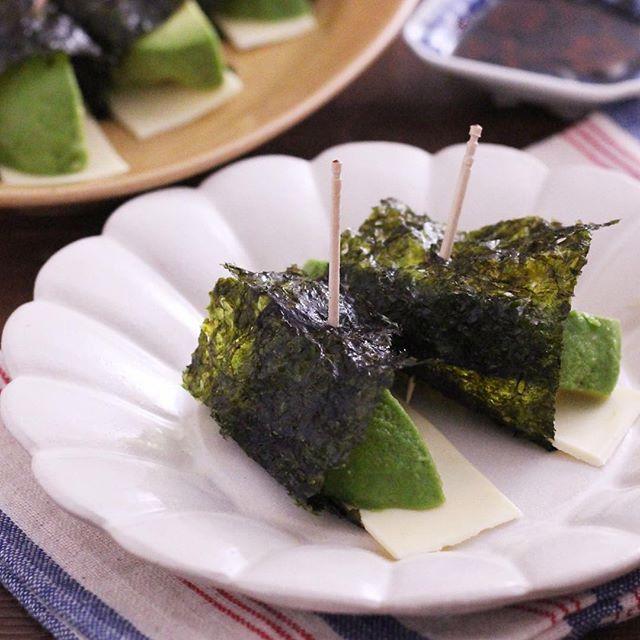 簡単にできる副菜に!アボカドチーズの海苔巻き
